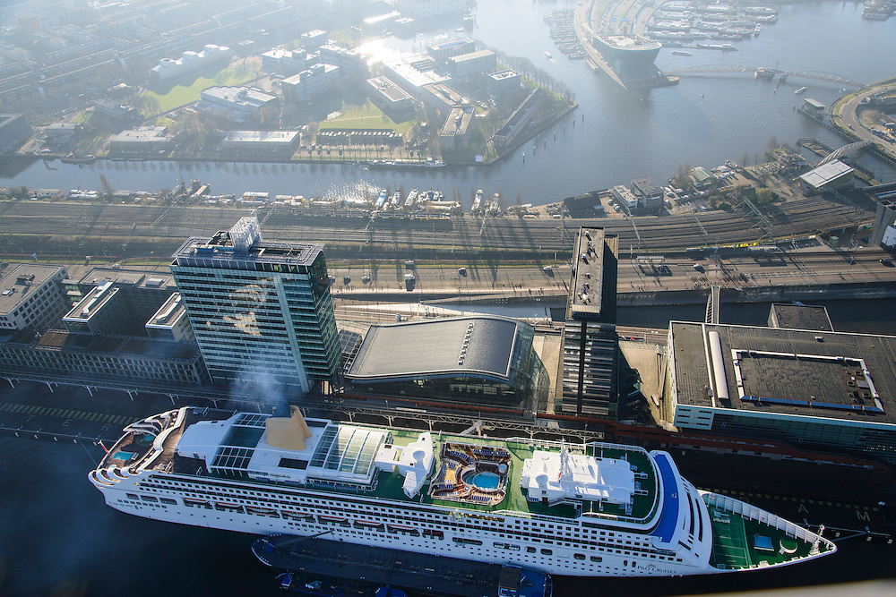 Nederland, Noord-Holland, Amsterdam, 11-12-2013; Veemkade en Piet Heinkade, Cruise schip Aurora (P&O Cruises) voor de kade bij PTA (Passengers Terminal Amsterdam). Movenpick Hotel, Oosterdok en Oosterdokseiland (ODE).<br /> Cruise ship Aurora (P&O Cruises) at PTA (Passengers Terminal Amsterdam).<br /> luchtfoto (toeslag op standaard tarieven);<br /> aerial photo (additional fee required);<br /> copyright foto/photo Siebe Swart.