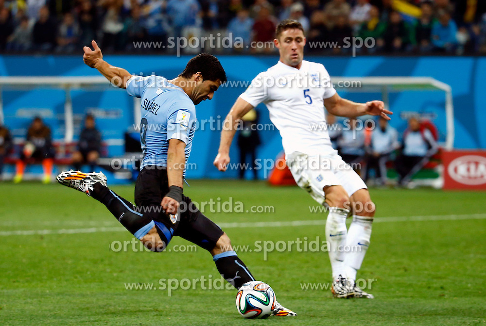 19.06.2014, Arena de Sao Paulo, Sao Paulo, BRA, FIFA WM, Uruguay vs England, Gruppe D, im Bild Uruguay's Luis Suarez shoots a ball // during Group D match between Uruguay and England of the FIFA Worldcup Brasil 2014 at the Arena de Sao Paulo in Sao Paulo, Brazil on 2014/06/19. EXPA Pictures &copy; 2014, PhotoCredit: EXPA/ Photoshot/ Chen Jianli<br /> <br /> *****ATTENTION - for AUT, SLO, CRO, SRB, BIH, MAZ only*****