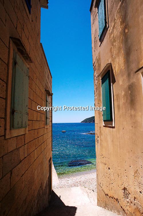 Le petit port de Komiza est un concentré de charme ou regne en maitre les hommes de la mer.