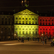 NLD/Amsterdam/20160322 - Koninklijk Paleis op de Dam in Amsterdam verlicht in de kleuren van de Belgische vlag ivm met de terreur aanslagen in Brussel