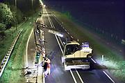 Nederland, Nijmegen, 21-4-2017Wegwerkzaamheden aan de procinciale weg N 325 in de nacht. De weg wordt aangepast aan de eisen van deze tijd.Foto: Flip Franssen