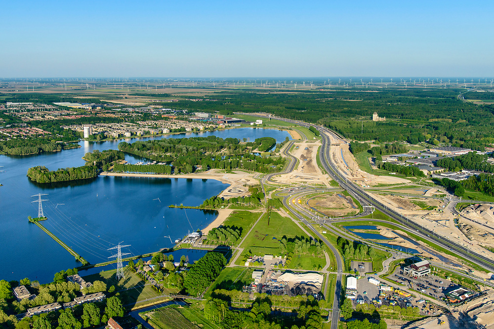 Nederland, Flevoland, Almere Stad, 07-05-2018; Weerwater, lokatie voor de Floriade van 2022, langs de A6 en op de eilanden in het Weerwater.<br /> Location for the Floriade of 2022, along the A6 and on the islands in the Weerwater.<br /> <br /> luchtfoto (toeslag op standard tarieven);<br /> aerial photo (additional fee required);<br /> copyright foto/photo Siebe Swart