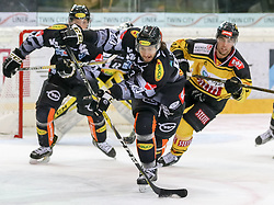 29.12.2016, Albert Schultz Halle, Wien, AUT, EBEL, UPC Vienna Capitals vs Dornbirner Eishockey Club, 37. Runde, im Bild Michael Caruso (Dornbirner Eishockey Club), Riley Holzapfel (UPC Vienna Capitals) // during the Erste Bank Icehockey League 37th round match between UPC Vienna Capitals and Dornbirner Eishockey Club at the Albert Schultz Halle in Vienna, Austria on 2016/12/29. EXPA Pictures © 2016, PhotoCredit: EXPA/ Alexander Forst