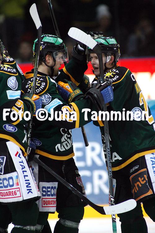 27.10.2009, Hakamets?n j??halli, Tampere..J??kiekon SM-liiga 2009-10.Ilves - Blues.Markus Seikola & Ville Korhonen - Ilves.©Juha Tamminen.
