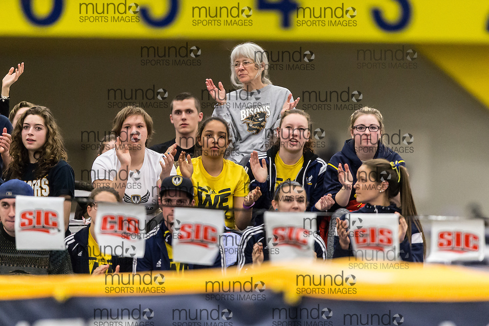 Windsor, Ontario ---2015-03-12--- The crowd cheers at the Pent High Jump at the 2015 CIS Track and Field Championships in Windsor, Ontario, March 12, 2015.<br /> GEOFF ROBINS/ Mundo Sport Images
