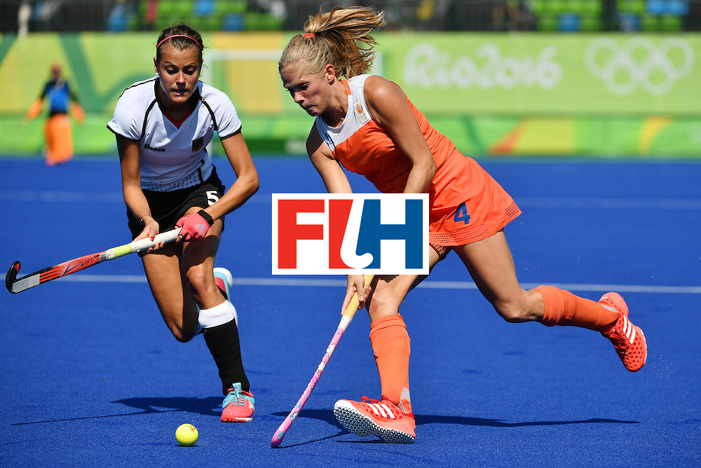 Netherlands' Kitty van Male (R) vies with Germany's Selin Oruz during the women's semifinal field hockey Netherlands vs Germany match of the Rio 2016 Olympics Games at the Olympic Hockey Centre in Rio de Janeiro on August 17, 2016. / AFP / Pascal GUYOT        (Photo credit should read PASCAL GUYOT/AFP/Getty Images)