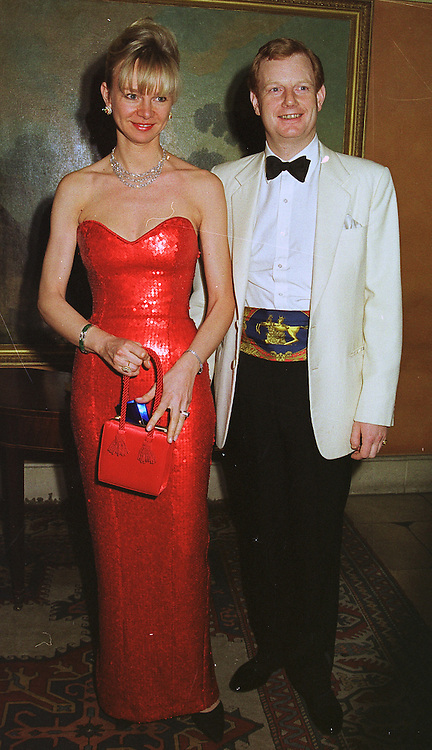 The EARL & COUNTESS OF DERBY at a party in London on 4th February 1999.MNY 12