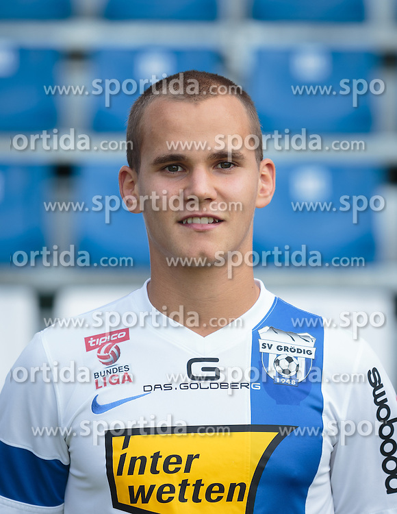15.09.2015, Das Goldberg Stadion, Groedig, AUT, 1. FBL, Fototermin SV Groedig, im Bild Christian Derflinger (SV Groedig) // during the official Team and Portrait Photoshoot of Austrian Football Bundesliga Team SV Groedig at the Das Goldberg Stadion, Groedig, Austria on 2015/09/15. EXPA Pictures © 2015, PhotoCredit: EXPA/ JFK