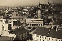 [Zagreb] : [Dolac. Tržnica.]. <br /> <br /> Impresum[S. l. : S. n., 19--].<br /> Materijalni opis1 razglednica : tisak ; 8,1 x 13,1 cm.<br /> Vrstavizualna građa • razglednice<br /> ZbirkaGrafička zbirka NSK • Zbirka razglednica<br /> Formatimage/jpeg<br /> PredmetZagreb –– Dolac<br /> SignaturaRZG-DOL-5<br /> Obuhvat(vremenski)20. stoljeće<br /> PravaJavno dobro<br /> Identifikatori000952549<br /> NBN.HRNBN: urn:nbn:hr:238:913359 <br /> <br /> Izvor: Digitalne zbirke Nacionalne i sveučilišne knjižnice u Zagrebu
