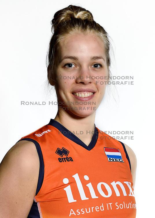 28-12-2015 NED: Nederlands Volleybalteam vrouwen, Arnhem<br /> Nederlands volleybalteam vrouwen op de foto met de nieuwe sponsorshirt ilionx / Femke Stoltenborg #2