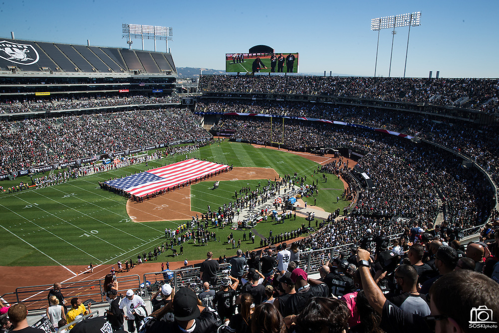 The Oakland Raiders host the Atlanta Falcons at Oakland Coliseum in Oakland, Calif., on September 18, 2016. (Stan Olszewski/Special to S.F. Examiner)
