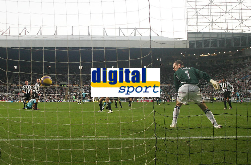 Photo: Andrew Unwin.<br />Newcastle United v Tottenham Hotspur. The Barclays Premiership. 23/12/2006.<br />Newcastle's goalkeeper, Shay Given (R), can only look on as Tottenham's Danny Murphy pulls a goal back for his team.