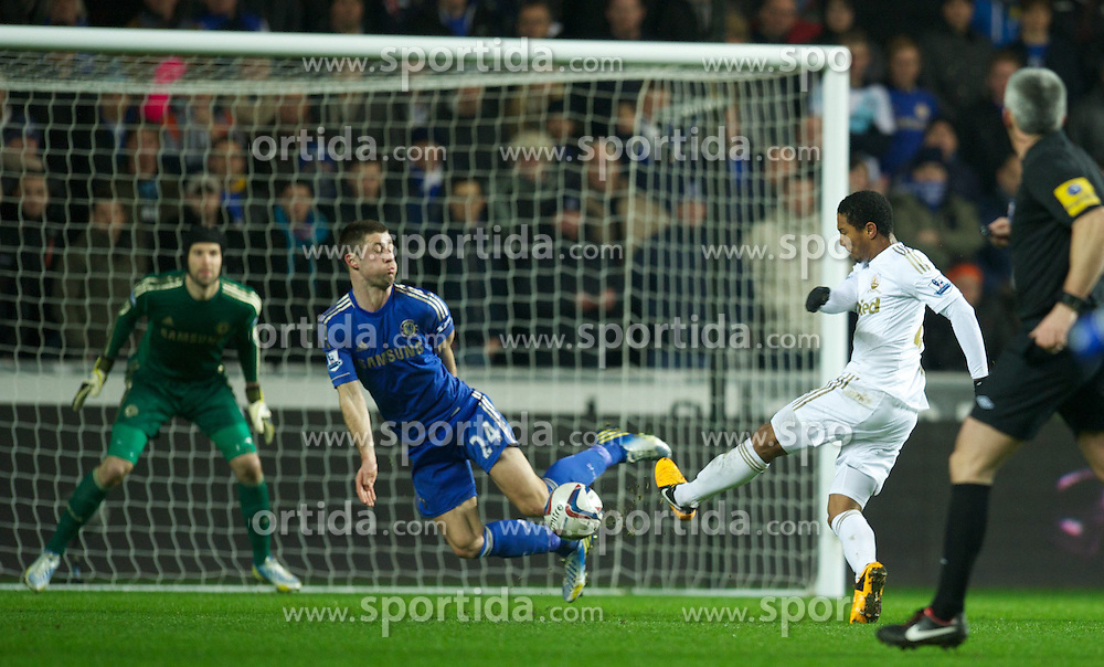 23.01.2013, Liberty Stadion, Swansea, ENG, League Cup, Swansea City vs FC Chelsea, Halbfinale, im Bild Chelsea's Gary Cahill blocks a shot against Swansea City during the Football League Cup Semi Final 2nd Leg match between Swansea City AFC and Chelsea FC at the Liberty Stadium, Swansea, Great Britain on 2013/01/23. EXPA Pictures © 2013, PhotoCredit: EXPA/ Propagandaphoto/ David Rawcliffe..***** ATTENTION - OUT OF ENG, GBR, UK *****