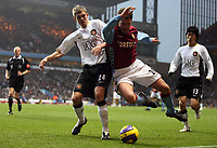 Photo: Rich Eaton.<br /> <br /> Aston Villa v Manchester United. The Barclays Premiership. 23/12/2006. Darren Fletcher left of Man United and Chris Sutton of Villa go for the ball