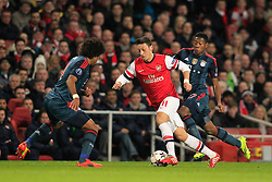 19.02.2014, Emirates Stadion, London, ESP, UEFA CL, FC Arsenal vs FC Bayern Muenchen, Achtelfinale, im Bild Mesut Oezil (Arsenal FC #11) gegen Jerome Boateng (FC Bayern Muenchen #17), David Alaba (FC Bayern Muenchen #27), Aktion, Action // during the UEFA Champions League Round of 16 match between FC Arsenal and FC Bayern Munich at the Emirates Stadion in London, Great Britain on 2014/02/19. EXPA Pictures © 2014, PhotoCredit: EXPA/ Eibner-Pressefoto/ Schueler<br /> <br /> *****ATTENTION - OUT of GER*****