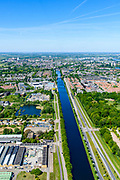 Nederland, Noord-Brabant, Den Bosch, 13-05-2019; Zuid-Willemsvaart gezien richting centrum van Den Bosch, langs Pettelaarspark. Met de aanleg van een omlegging, het Máximakanaal, wordt de overlast, veroorzaakt doordat de Zuid-Willemsvaart vanouds her door de stad loopt, verminderd.<br /> Zuid-Willemsvaart seen towards the center of Den Bosch, past Pettelaarspark. With the construction of a diversion, the Máxima canal, the nuisance caused by the Zuid-Willemsvaart as ir runsthrough the city, is reduced.<br /> <br /> aerial photo (additional fee required); luchtfoto (toeslag op standard tarieven); copyright foto/photo Siebe Swart
