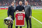 ALKMAAR - 06-11-2016, AZ - Ajax, AFAS Stadion, 2-2, AZ trainer John van den Brom 100 wedstrijden als trainer van AZ, Max Huiberts (l), Robert Eenhoorn (r).