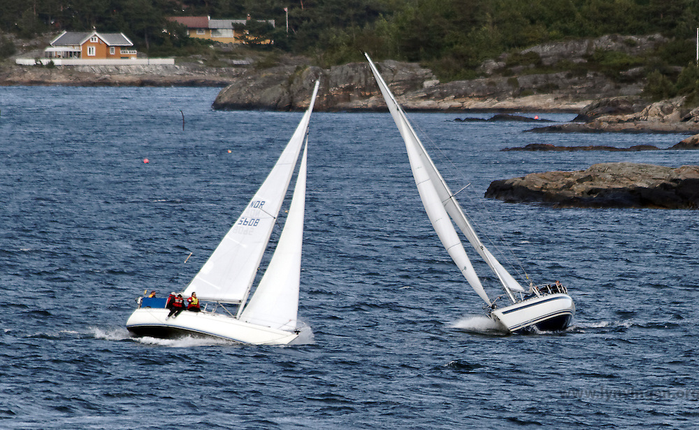 sailing regatta in Flekkerøygapet - seilregatta i Flekkerøygapet - stiv kuling
