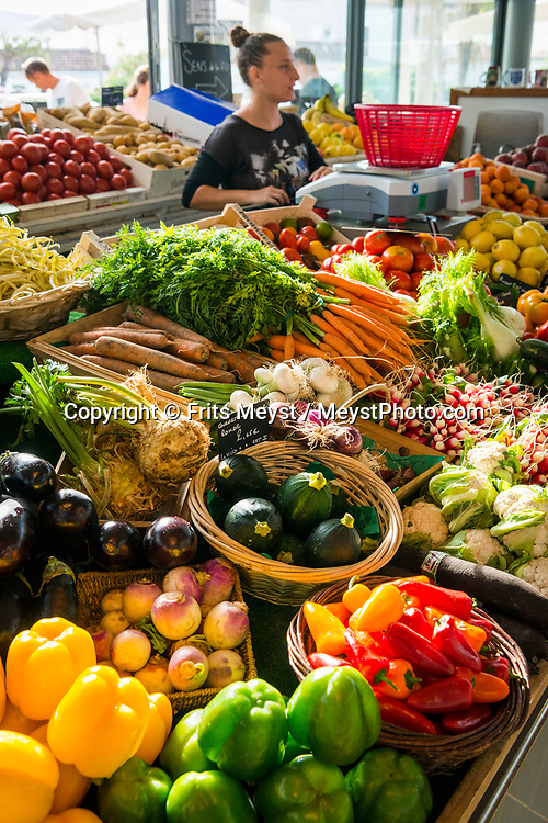 Charente Maritime, France, July 2019. The local market of Saint-Trojan-les-Bains. The islands of Ile de Re and Ile d'Oleron are made for relaxation, and light cycling tours along beached, forests, oyster farms and salt pans. Photo by Frits Meyst / MeystPhoto.com