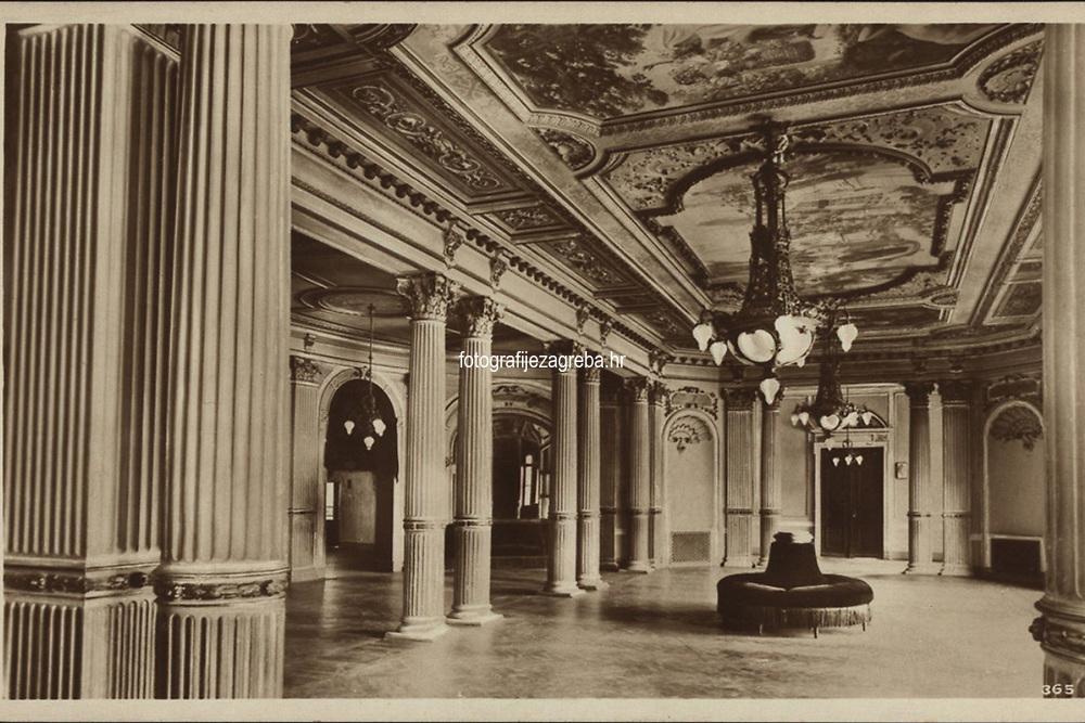 Zagreb : Narodno Kazalište. Trijem za odmor. = Theatre National. Foyer. <br /> <br /> ImpresumZagreb : Naklada S. Marković, 1926.<br /> Materijalni opis1 razglednica : tisak ; 8,7 x 13,5 cm.<br /> NakladnikNaklada S. Marković<br /> Mjesto izdavanjaZagreb<br /> Vrstavizualna građa<br /> ZbirkaGrafička zbirka NSK • Zbirka razglednica<br /> Formatimage/jpeg<br /> PredmetZagreb –– Trg Republike Hrvatske<br /> Hrvatsko narodno kazalište (Zagreb)<br /> SignaturaRZG-TMT-18<br /> Obuhvat(vremenski)20. stoljeće<br /> NapomenaRazglednica nije putovala.<br /> PravaJavno dobro<br /> Identifikatori000953149<br /> NBN.HRNBN: urn:nbn:hr:238:720207 <br /> <br /> Izvor: Digitalne zbirke Nacionalne i sveučilišne knjižnice u Zagrebu
