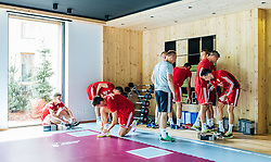 30.05.2016, Forsthofgut, Leogang, AUT, UEFA Euro, Frankreich, Vorbereitung Ungarn, Training, im Bild Die Spieler bereiten sich auf die Trainingseinheit vor // The players are preparing for the training session during a training session at the Trainingscamp of Team Hungary for Preparation of the UEFA Euro 2016 France at the Forsthofgut in Leogang, Austria on 2016/05/30. EXPA Pictures © 2016, PhotoCredit: EXPA/ JFK