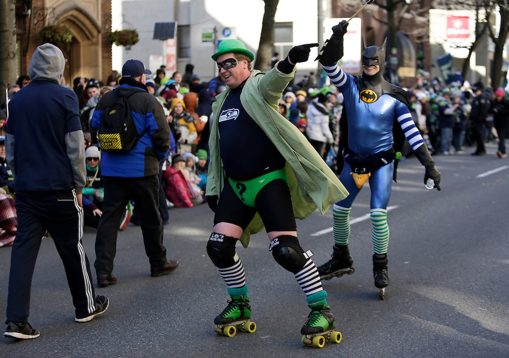 Seahawks fans rollerblade in the street at the Super Bowl victory parade for the Seattle Seahawks in Seattle, Washington February 5, 2014. Up to 500,000 Seattle Seahawks fans were expected to brave sub-freezing temperatures to celebrate the football team's first Super Bowl title at a parade set to wind through the city's downtown on Wednesday.  REUTERS/Jason Redmond  (UNITED STATES)