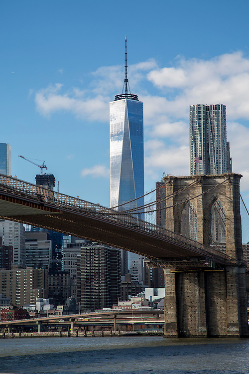 One world Trade Centre in Lower Manhattan,  looming over Brooklyn Bridge.Brooklyn, New York City, United States of America.  (photo by Andrew Aitchison / In pictures via Getty Images)