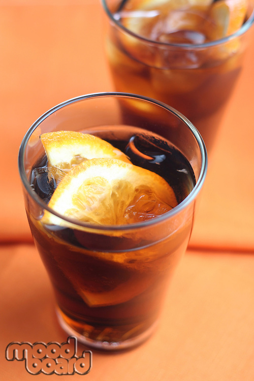 Cola with ice and lemon