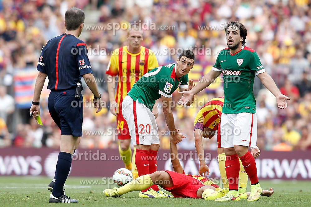 13.09.2014, Camp Nou, Barcelona, ESP, Primera Division, FC Barcelona vs Athletic Club Bilbao, 3. Runde, im Bild FC Barcelona's Jeremy Mathieu (l), Javier Mascherano (d) injured and Jordi Alba (2r) and Atletic de Bilbao's Aritz Aduriz (2l) and Benat Etxebarria // during the Spanish Primera Division 3rd round match between FC Barcelona and Athletic Club Bilbao at the Camp Nou in Barcelona, Spain on 2014/09/13. EXPA Pictures &copy; 2014, PhotoCredit: EXPA/ Alterphotos/ Acero<br /> <br /> *****ATTENTION - OUT of ESP, SUI*****