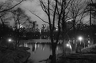New York  Central park , the lake, skyline of central park south skyscrapers and the lake  New york / la ligne des gratte ciel de central park south et le lac  New york