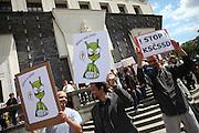 Anti CSSD Demonstranten während dem Wahlkampfauftritt zur Europawahl der Oppositionspartei CSSD im Prager Stadtteil Vinohrady. Prag, Tschechische Republik, den 27.05.2009, Foto: Björn Steinz