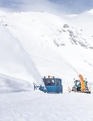 08.05.2019, Hochtor, Fusch, AUT, Schneeraeumung auf der Grossglockner Hochalpenstrasse, im Bild Wallack Rotations Schneefräsen beim Schneeräumen // Wallack snow plough during the yearly snow removal of the Grossglockner High Alpine Road before the Season Opening at the Hochtor in Fusch, Austria on 2019/05/08. EXPA Pictures © 2019, PhotoCredit: EXPA/ JFK