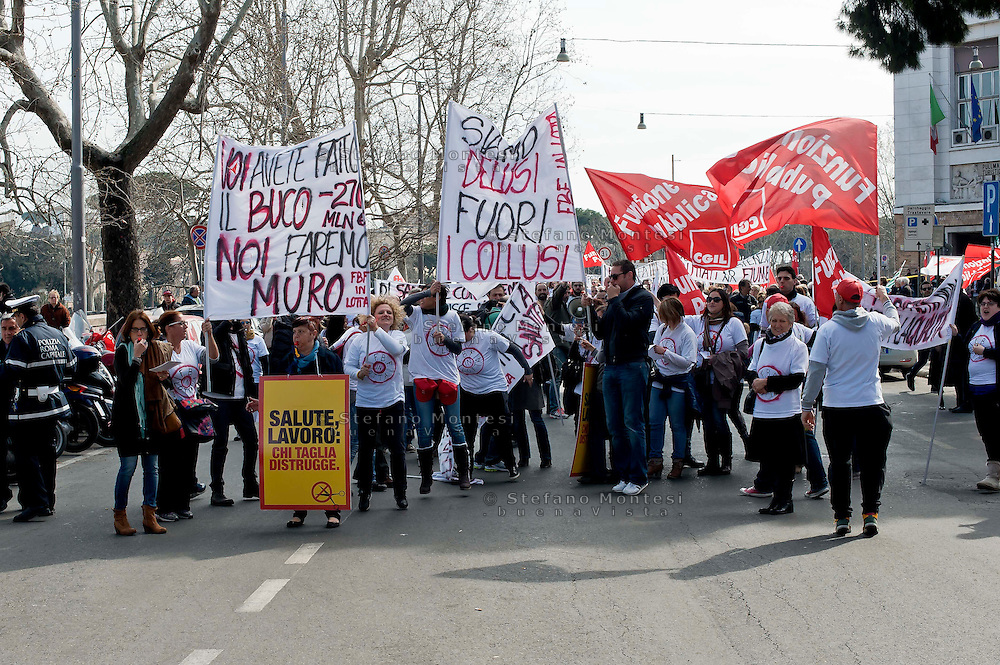 Roma 10 Marzo 2013<br /> Manifestazione dei lavoratori dell&rsquo;Ospedale, S.Giovanni Calibita-Fatebenefratelli all&rsquo;Isola Tiberina,  di fronte ministero della Salute sul lungotevere,  per contestare il rischio di licenziamenti connesso al dissesto economico dell&rsquo;azienda sanitaria.<br /> Rome March 10, 2013<br /> Workers' demonstration of the Hospital, St. John Calibita-Fatebenefratelli to Isola Tiberina, in front of the Ministry of Health, to protest  the risk of layoffs related to the economic collapse of the company health care.