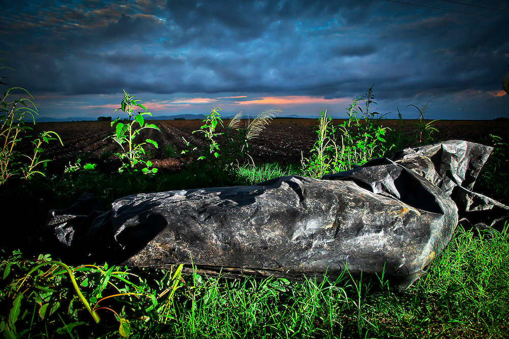 Un sujeto sin vida fue localizado a un costado de la carretera Culiacán el Dorado, la victima no pudo ser identificada ya que se encontraba en avanzado estado de putrefacción lo que a su vez impido determinar la causa de su muerte.