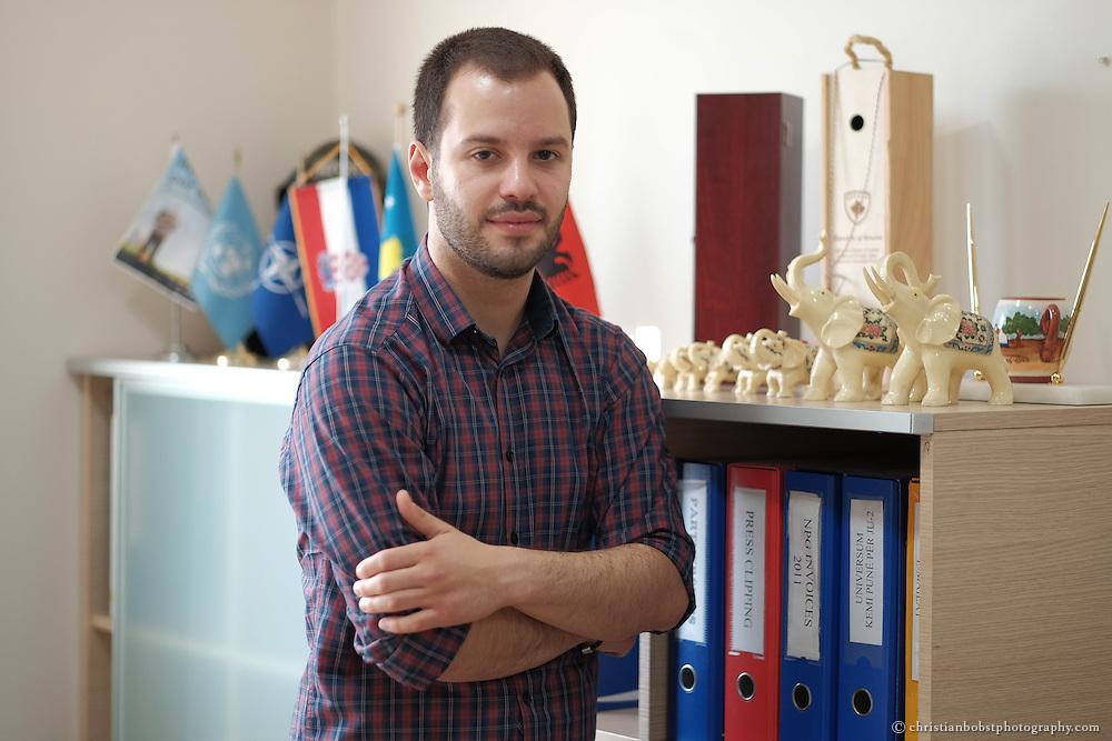 Arion Rizaj, Gründer und Geschäftsführer von KosovaJob, das Helvetas beim Aufbau des Unternehmens und bei der Entwicklung von Weiterbildungen für junge Jobsuchende unterstützt hat.