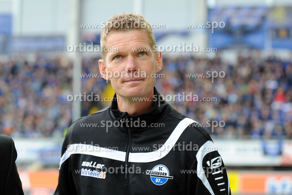 26.09.2015, Benteler Arena, Paderborn, GER, 2. FBL, SC Paderborn 07 vs FC St. Pauli, 9. Runde, im Bild Markus Gellhaus (Trainer SC Paderborn 07) // during the 2nd German Bundesliga 9th round match between SC Paderborn 07 and FC St. Pauli at the Benteler Arena in Paderborn, Germany on 2015/09/26. EXPA Pictures &copy; 2015, PhotoCredit: EXPA/ Eibner-Pressefoto/ Sippel<br /> <br /> *****ATTENTION - OUT of GER*****