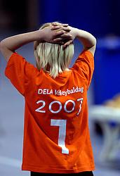 01-04-2007 VOLLEYBAL: DELA VOLLEYBALDAG: EINDHOVEN<br /> In de Eindhovense Indoor Sportcentrum beleefde de medewerkers van hoofdsponsor DELA een clinic en volleybaldag met het Nederlandse damesvolleybalteam / Jeugd Volleybal<br /> ©2007-WWW.FOTOHOOGENDOORN.NL