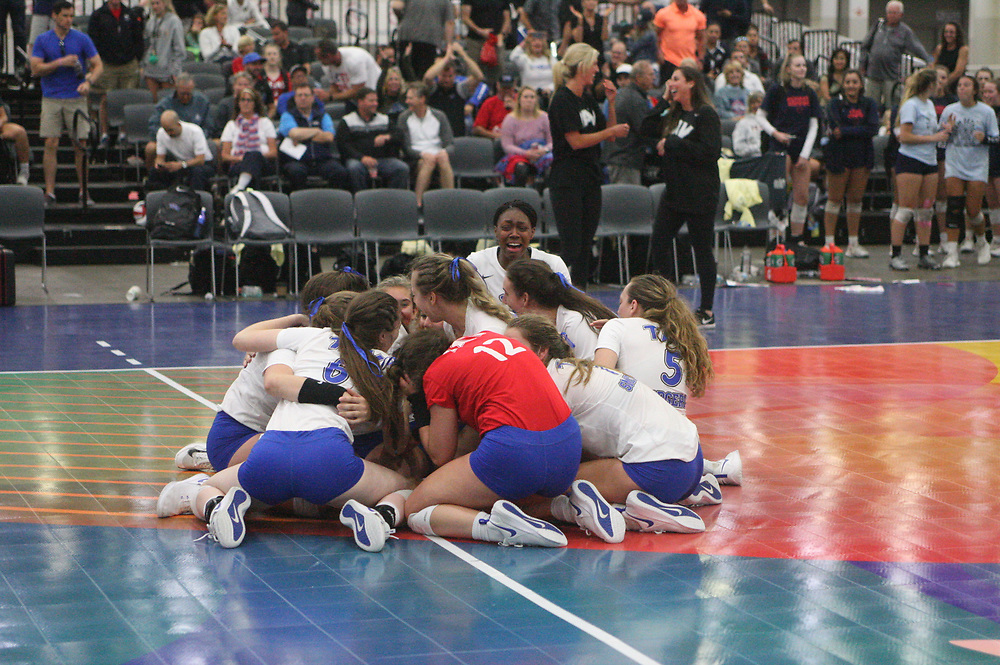 GJNC - July 2018 - Detroit, MI - 17 USA finals - TAV (white) - Lava (black) - Top Select (black and yellow) - Photo by Wally Nell/Volleyball USA