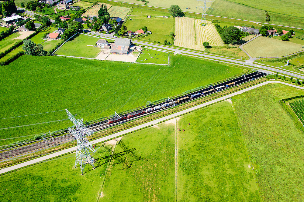 Nederland, Gelderland, Angeren, 09-06-2016; Boerenhoek, goederentrein verlaat tunnel onder Pannerdens kanaal van de Betuweroute. Pannerdensch kanaal (Neder-Rijn) aan de horizon.<br /> Tunnel Betuweroute, freight railway, Pannerdensch channel (Lower Rhine) on the horizon.<br /> <br /> luchtfoto (toeslag op standard tarieven);<br /> aerial photo (additional fee required);<br /> copyright foto/photo Siebe Swart