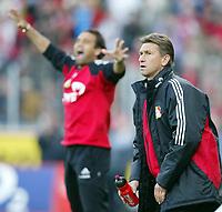 Trainer Klaus AUGENTHALER , beim 2:0, im Hintergrund jubelt Ulf Kirsten<br /> Bayer 04 Leverkusen - VfB Stuttgart 2:0