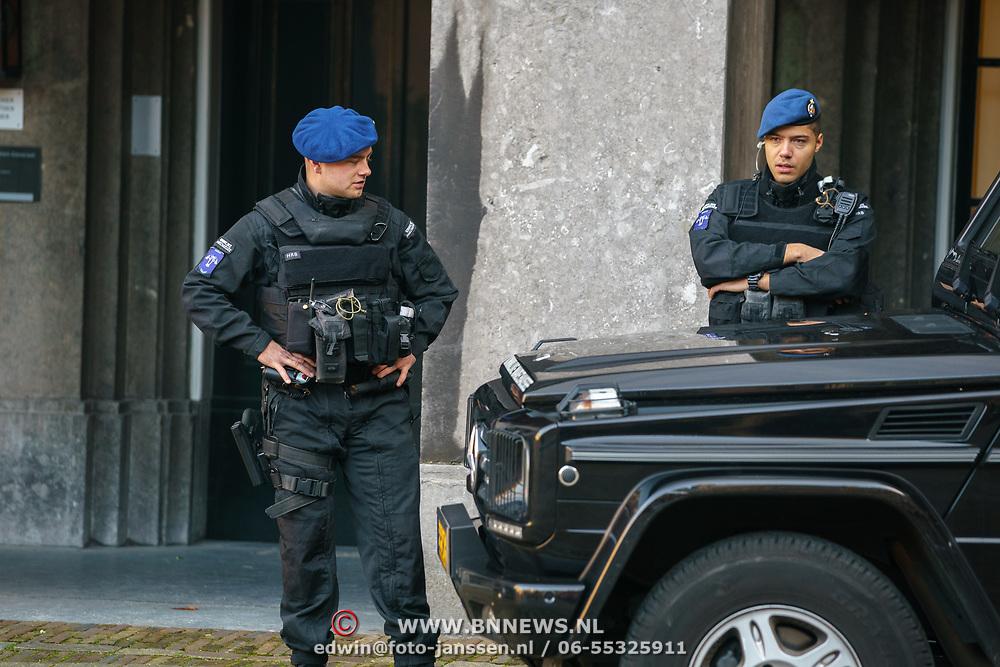 NLD/Den Haag/20180831 - Beveiliging Binnenhof , bewapende Koninklijke Marechaussee