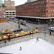 Ice skating at The Standard, High Line Ice Rink, located at 848 Washington at West 13th Street. Manhattan, New York, USA.  Photo Tim Clayton