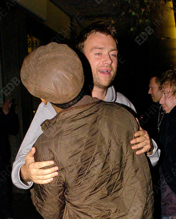 18.05.2006. LONDON<br /> <br /> DAMON ALBARN SPOTTED IN CENTRAL LONDON<br /> <br /> BYLINE: EDBIMAGEARCHIVE.CO.UK<br /> <br /> *THIS IMAGE IS STRICTLY FOR UK NEWSPAPERS AND MAGAZINES ONLY*<br /> *FOR WORLD WIDE SALES AND WEB USE PLEASE CONTACT EDBIMAGEARCHIVE.CO.UK - 0208 954 5968*