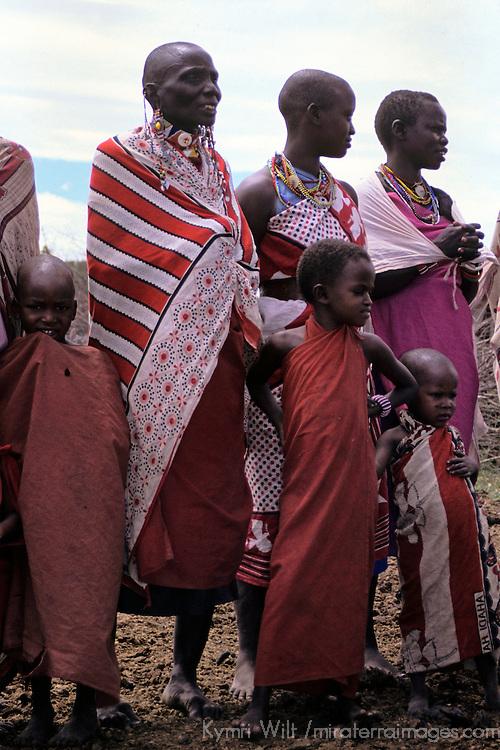 Africa, Kenya, Maasai Mara. Women and children of the Mara.
