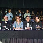 NLD/Hilversum/20131208 - Miss Nederland finale 2013, Juryleden  Monica van Ee, Hans van der Veen, Paulien Huizinga, Farouk, Mies de Vries, Fred van Leer