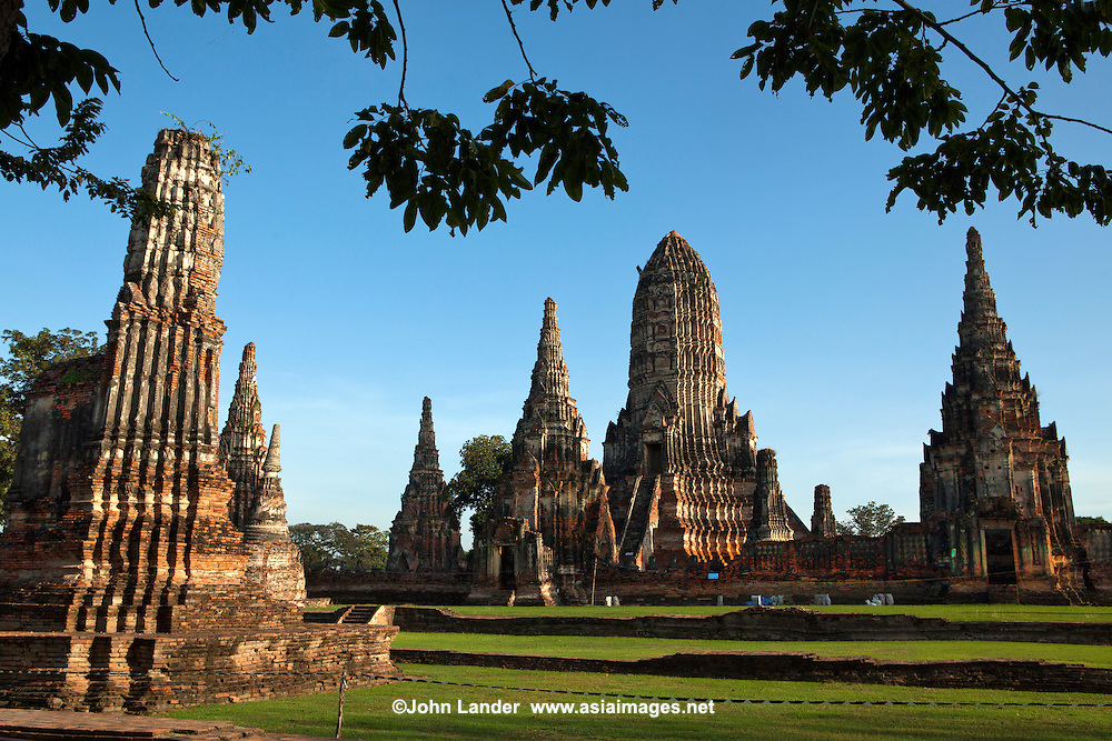Wat Chaiwattanaram or Wat Chai Wattanaram is an excellent example of Khmer architecture in the Ayuthaya period and still in good shape. It's so intact that you get a good idea what a working temple might have been like some 300 years ago.