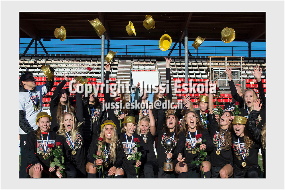PK-35 celebrates the Finnish Women's League title. Vantaa, October 8, 2016.