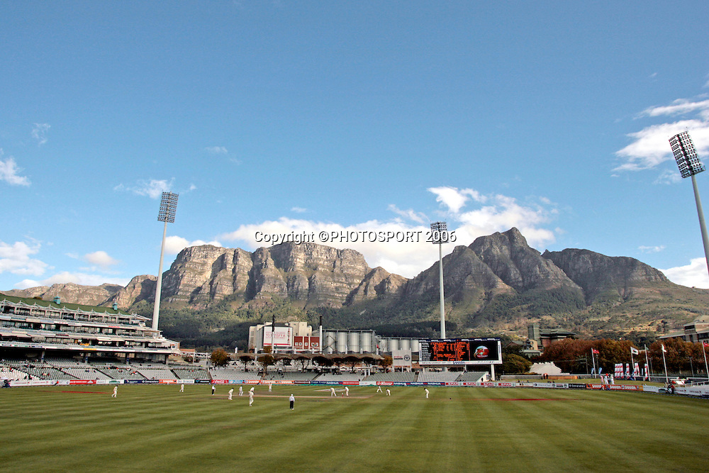 General view of the ground on day 4 of the 2nd cricket test match between South Africa and New Zealand at Newlands, Cape Town, South Africa, on Sunday 30 April 2006. Photo: Carl Fourie/PHOTOSPORT<br /> <br /> 300406 four gv