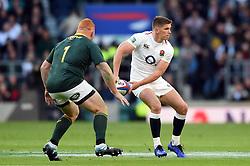 Owen Farrell of England looks to pass the ball - Mandatory byline: Patrick Khachfe/JMP - 07966 386802 - 03/11/2018 - RUGBY UNION - Twickenham Stadium - London, England - England v South Africa - Quilter International