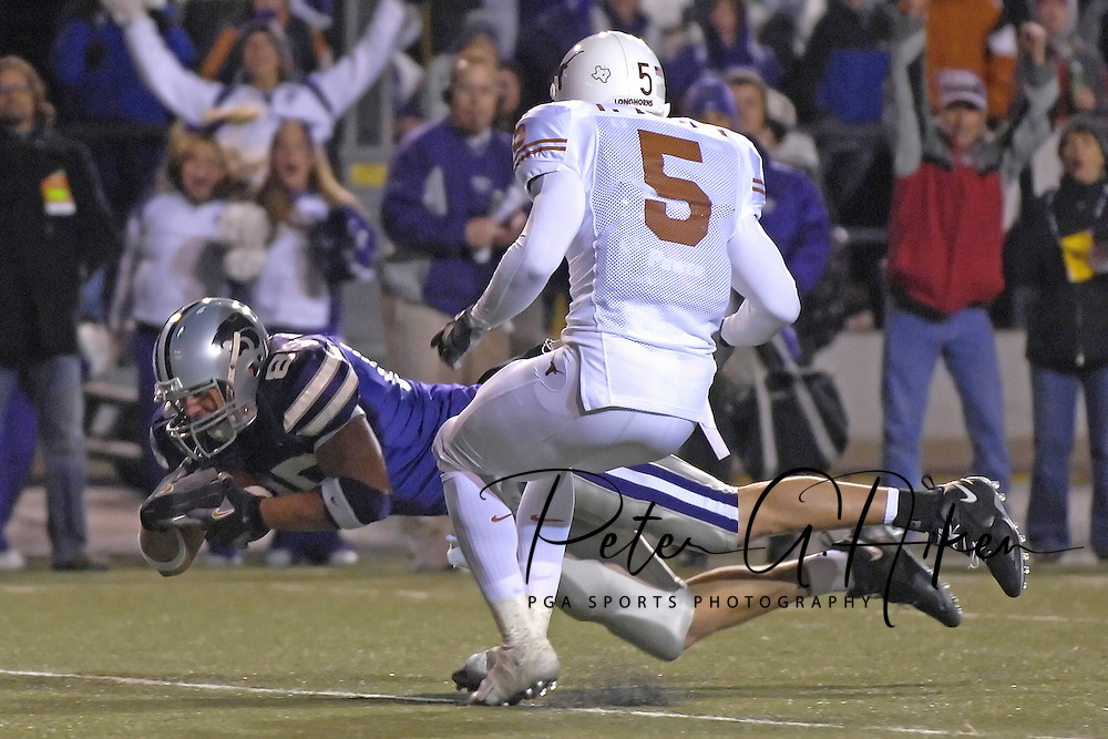 Kansas State tight end Jeron Mastrud (85) dives to the Texas one yard line past Texas defensive back Tarell Brown (5) in the third quarter at Bill Snyder Family Stadium in Manhattan, Kansas, November 11, 2006.  The Wildcats upset the 4th ranked Longhorns 45-42.<br />